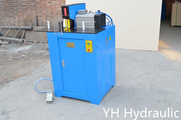 Machine de découpe de tuyaux en caoutchouc